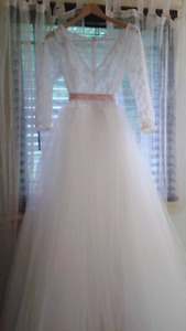 NEW lace and tulle wedding gown