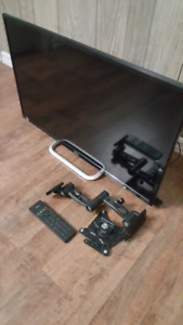 """Haier 32"""" HD monitor with mounting bracket"""