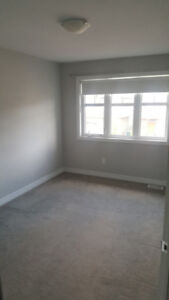$600 spacious room for rent in newer house female only