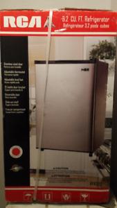 Petit Réfrigérateur en stainless neuf