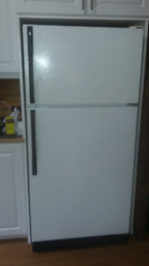 GE refrigerator with freezer compartment