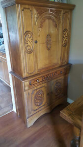 Antique Table, 6 chairs, hutch and buffet Cambridge Kitchener Area image 3