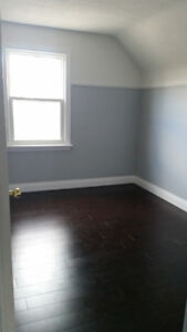 Large Bedroom near Mohawk college _ Female only