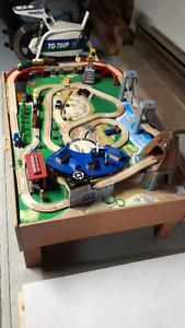Train en bois sur table imagination