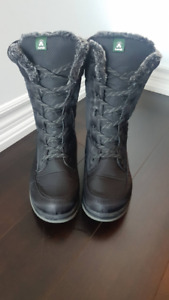 Womens Kamik Boots for sale, size 7
