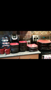 Corelle hearthstone dish set.. red and black