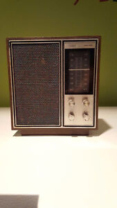 Vintage RCA solid state radio Model #RZC 252W Walnut