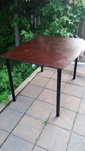 Table (no chairs), has 4 Ikea legs in good condition