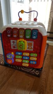 Cube d'activité alphabet V-tech