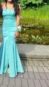 Beautiful turquoise mermaid style prom dress size 6
