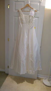 Sample wedding gowns.  UPCYCLE! $40 - DRESS 22