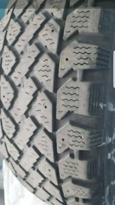 4 pneus d'hiver 195/65R15 comme neuf 160$