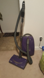 Kenmore vacuum cleaner with 11 bags