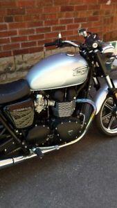 2015 Triumph Bonneville (Brand New)