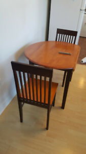 apartment sized table and 2 chairs antigonish