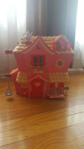 Lalaloopsy Sew Magical House and accessories