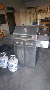 Kitchen Aid BBQ great shape C/W bottles