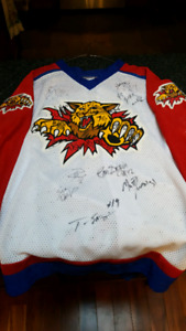 Moncton Wildcats 2000-01 signed jersey