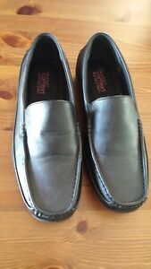 Mens/Boys Size 8.5 Black Loafer Style Shoe.Worn Once/Like New