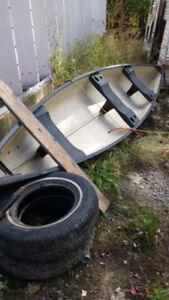 Canoe think it's a 10 ft no us for it 250 obo