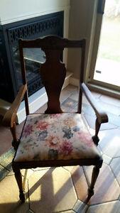 6 antique diningroom chairs/ 6 chaises antique de salle à diner