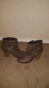 Like new leather boots size 8