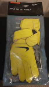 Nike Youth Soccer Goalie Gloves.  Size 5.  Brand new in package