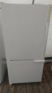 Amana fridge, freezer on the bottom