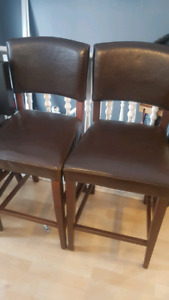 4 bar stool style chairs