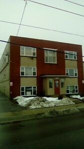 London, York street Large 2 bedroom apartment close to Downtown!