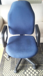 2 X Computer chairs $ 5 each 1 x Computer desk for $10.