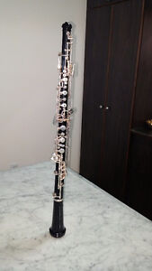 Oboe (hautbois) Selmer student with case and grease
