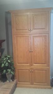 Solid Oak TV cabinet for sale in excellent condition