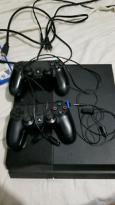 PS4 original 500gb + 2 controllers + 17 games