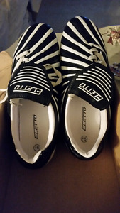Eletto soccer shoes