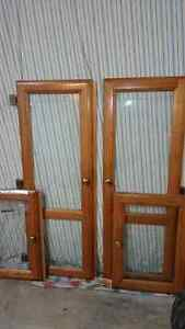 4 OAK CABINET DOORS WITH GLASS