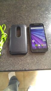 (BELL/VIRGIN) 3RD GEN MOTO G 3 INCLUDES CASE AND CHARGER
