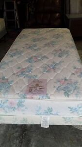 Single size lift bed