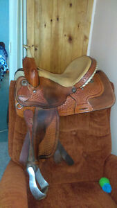 14 inch griffith barrel racing saddle comes with everthing !