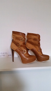 Chaussures GUESS pour femme.