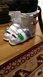 Jr Girls Ski Boots (says 23.-23.5 but small fit)