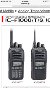 5 Icom IC-F1000T handheld transceivers and charger