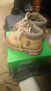 Size 4w boys toddler boots  London Ontario image 1