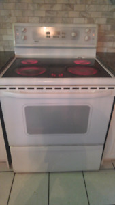 Kenmore white stove/ oven.