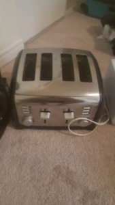 $20 BLACK & DECKER 4 SLICE TOASTER