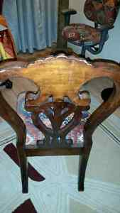 4 antique looking dinning chairs.