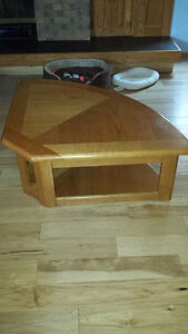 Lift top coffee table with 2 matching end tables