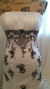 Beautiful White and Black Grad/Formal Dress Size 4