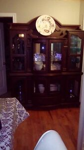 table, chaisse, buffet,lampe