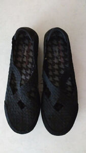 Skecher's Black Entice Relaxed Fit Walking Shoes